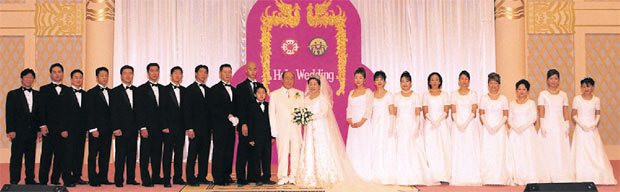 Hak Ja Han Moon and Family2